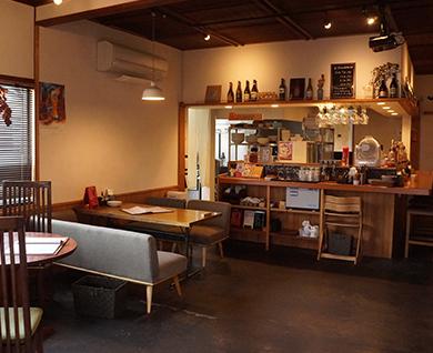 田主丸にあるPIZZA食堂 ROKA(ロカ)の店内風景
