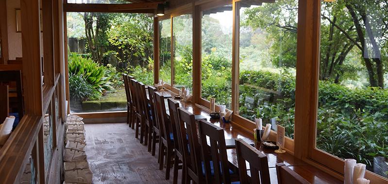 株式会社巨峰ワインにある美しい風景が目に飛び込む、レストランカフェ ホイリゲ