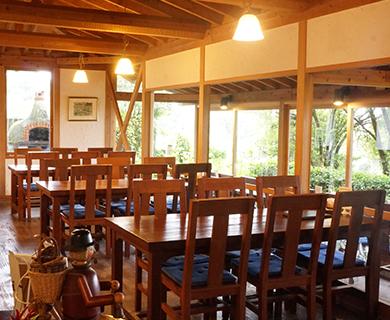 株式会社巨峰ワインにある落ち着きある雰囲気のレストラン